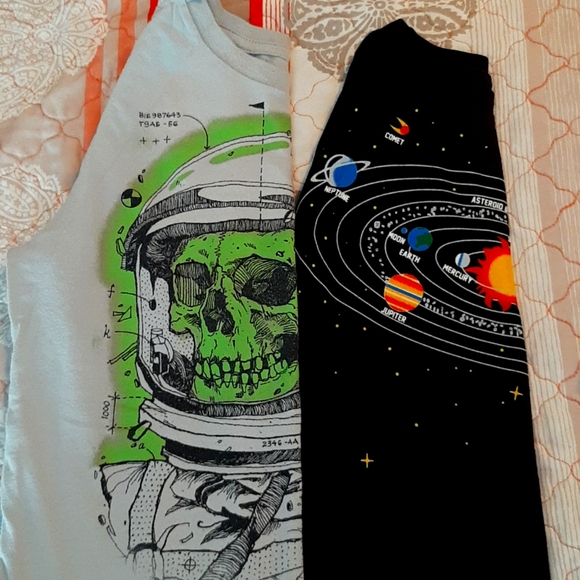 2 Boys Space🚀🌞 Themed Tee's. Size S/6/7.